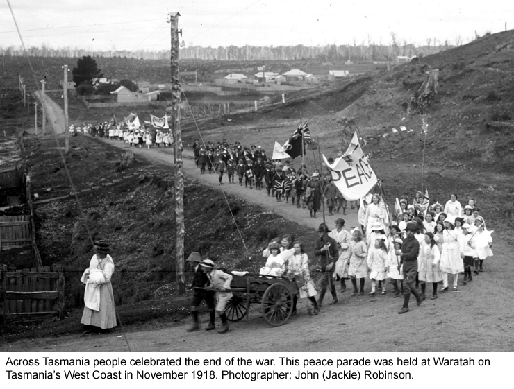 Peace parade held at Waratah in November 1918.